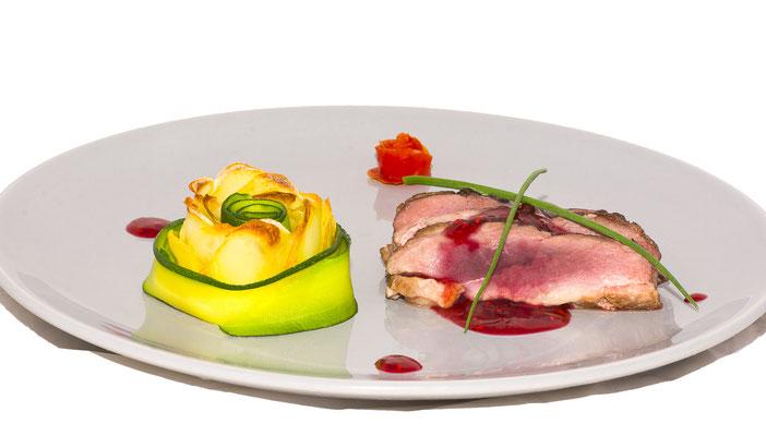 plat culinaire traiteur viande gratin framboise gastronomie restaurant  cuisine cuisinier chef étoilé photographe professionnel pays de la loire loire-atlantique maine-et-loire vendée nantes angers montaigu la-roche-sur-yon 44 49 85