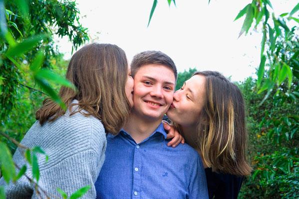 famille cousins cousines angers friends amis frères soeurs sourire happy smile couleurs portrait photographe 44 49 85 pays de la loire