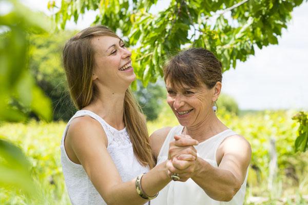 famille mère fille family sourire happy smile colors portrait photographe 44 49 85 pays de la loire loire-atlantique maine-et-loire vendée la roche sur yon nantes angers cholet