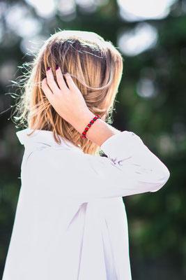 bijoux photographie produit produits professionnel professionnels accessoire accessoires main hand bras photographe pays de la loire loire-atlantique maine-et-loire vendée la roche sur yon nantes cholet montaigu 44 49 85