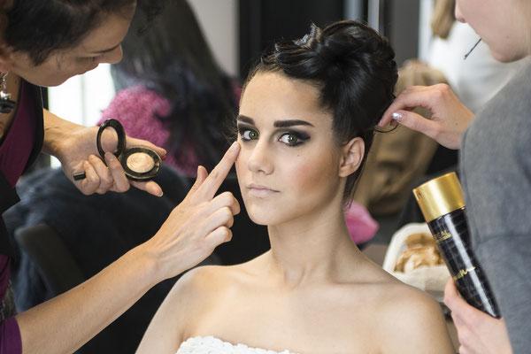 making-of backstage préparatifs maquillage make-up artistique événement défilé mode modèle model miroir photographe professionnel pays-de-loire loire-atlantique maine-et-loire vendée nantes angers montaigu la-roche-sur-yon saint-nazaire 44 49 85