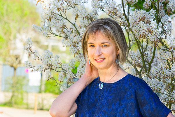 portrait femme couleurs sourire happy smile simple nature natural naturel belle jolie peau noire photographe pays de la loire loire-atlantique maine-et-loire vendée nantes la roche sur yon cholet 44 49 85