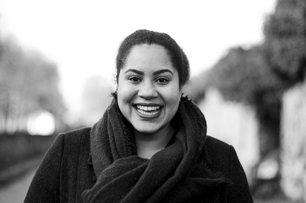 portrait femme fille woman girl naturelle noir et blanc smile sourire nantes photographe 44 49 85 pays de la loire