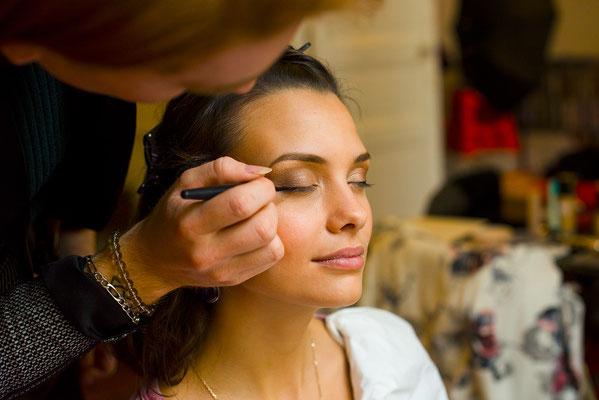 maquillage visage make-up beauty eyes regard face portrait pinceau backstage making-of préparation maquilleuse photographe professionnel pays de la loire loire-atlantique maine et loire angers  nantes 44 49