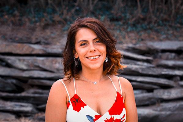 portrait femme couleurs sourire happy smile simple nature natural naturel belle jolie photographe pays de la loire loire-atlantique maine-et-loire vendée nantes la roche sur yon cholet 44 49 85