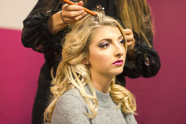 coiffure blonde beauty face portrait backstage making-of préparation coiffeur photographe professionnel pays de la loire vendée loire-atlantique maine et loire angers cholet montaigu nantes 44 49 85