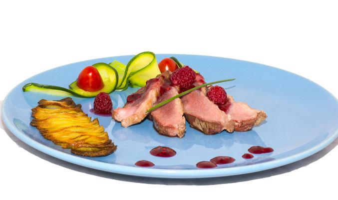 plat culinaire traiteur viande légumes framboise gastronomie restaurant  cuisine cuisinier chef étoilé photographe professionnel pays de la loire loire-atlantique maine-et-loire vendée nantes angers montaigu la-roche-sur-yon 44 49 85