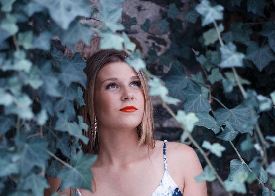 portrait femme fille woman girl makeup maquillage beauty mode smile sourire nantes photographe 44 49 85 pays de la loire