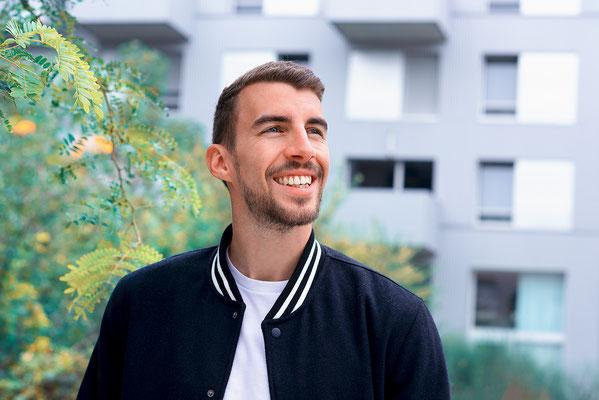 portrait homme couleurs sourire smile natural naturel photographe pays de la loire nantes loire-atlantique 44