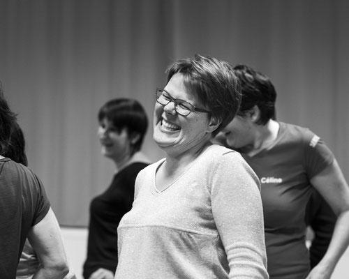 yoga du rire smile sourire happy joie joyeux joyeuse thérapie atelier rencontre relation photographe professionnel pays de la loire loire-atlantique maine-et-loire vendée 44 49 85 Nantes Angers Cholet Montaigu La Roche sur Yon Saint-Nazaire