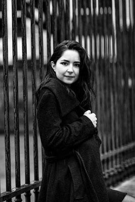 portrait femme fille girl smile sourire happy noir et blanc photographe nantes pays de la loire loire-atlantique maine et loire vendée 44 49 85