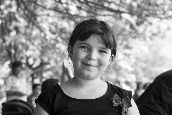 portrait enfant fille girl noir et blanc black and white photographe 44 49 85 pays de la loire loire-atlantique maine et loire vendée