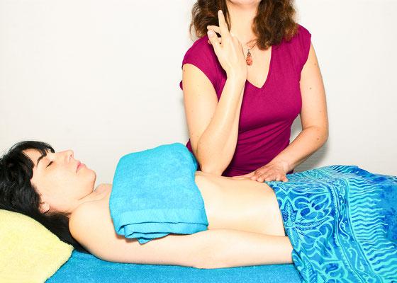 massage relaxation mains corps corporel touché toucher hand métier job reportage masseuse kiné photographe professionnel pays de la loire loire-atlantique vendée maine et loire nantes angers cholet montaigu la roche sur yon 44 49 85