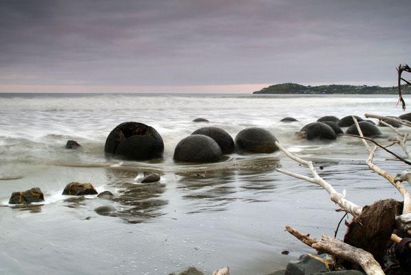 Moeraki Boulders,  South Island © 2011 Stefan Pompetzki
