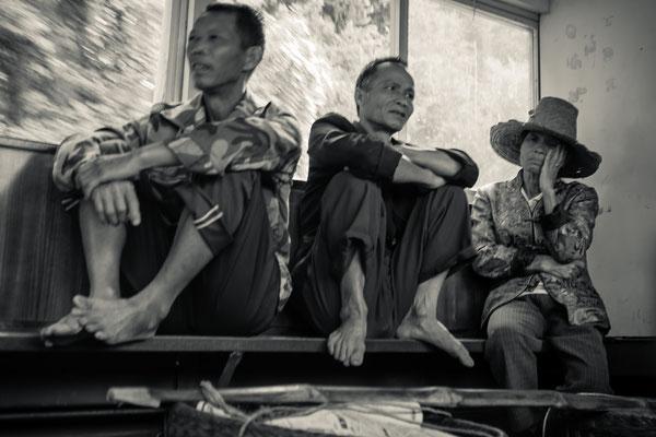 Une scène chinoise dans un bateau traversant la rivière Li dans la province du Guangxi en Chine