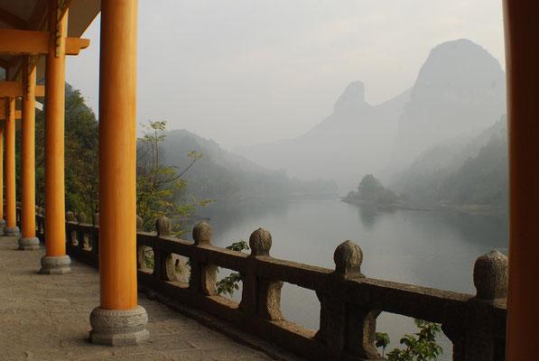 Un matin sur la berge à Yangshuo en Chine