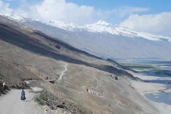 Epoustouflant corridor du Wakhan où coule la puissante rivière Panj