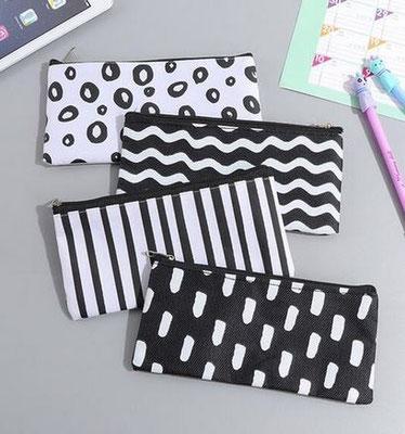 Kleines Zippercase für alles Mögliche, in netten Schwarz/Weiss-Design