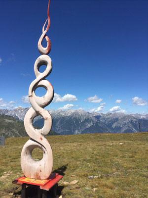 Wolkenstäbe 2015, Symposiumsarbeit, Zirbenholz 3,6 m hoch, 0,7 m breit