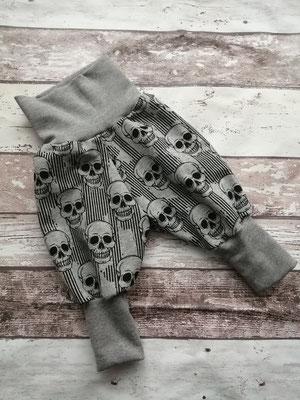 Hose Gr. 50 56 Totenköpfe Sculls handgemacht Handarbeit handmade SaSch Selbstgefertigtes aus Schwaben