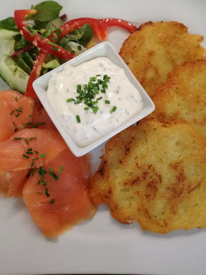 Kartoffelpuffer mit Lachs