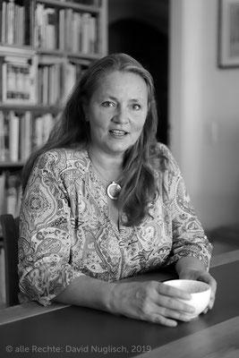 Antje Ehrhardt, Buchhändlerin und Bürokauffrau