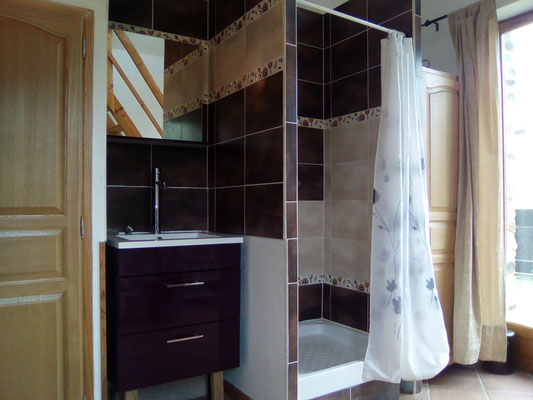 salle de douche du rez de chaussée