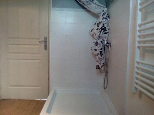 Salle de douche WC à l'étage
