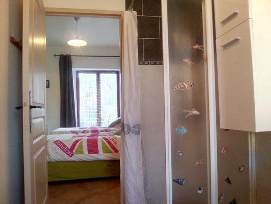 Salle de douche italienne accés chambre à coucher