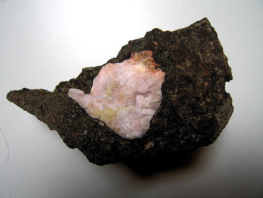 Natrolith, Analcim   > Piz le Selle (Grödner Tal)