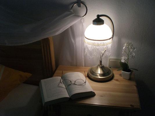 4 Sterne Ferienwohnung im Pfälzerwald, Schlafzimmer mit Nachttisch