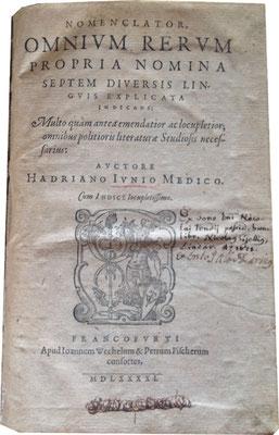 Titelblatt aus: Nomenclator, omnivm rervm propria nomina septem diversis lingvis explicata indicans ... Avctore Hadriano Ivnio Medico. Francofvrti MDLXXXXI [1591].