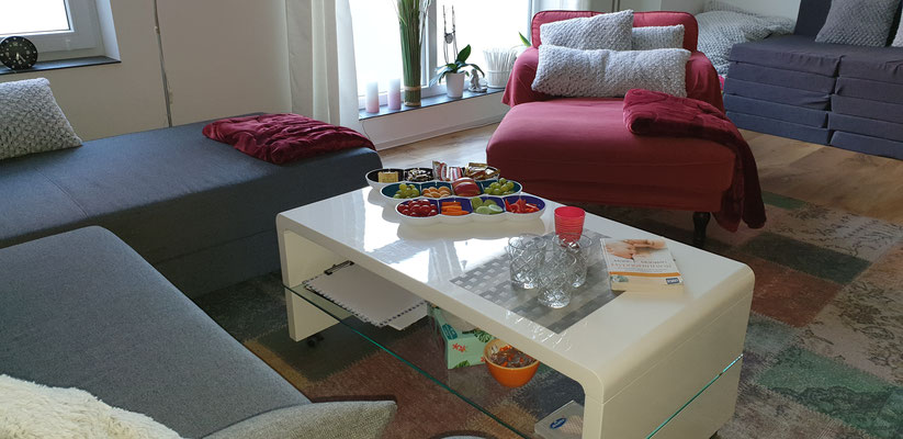 Kursraum für HypnoBirthing, Sitzgelegenheiten ausreichend vorhanden, gemütlich und bequem