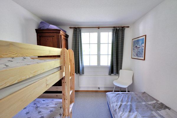 Schlafzimmer 2 mit einem Kajütenbett/Doppelstockbett und einem Einzelbett, Wohnung 6.6