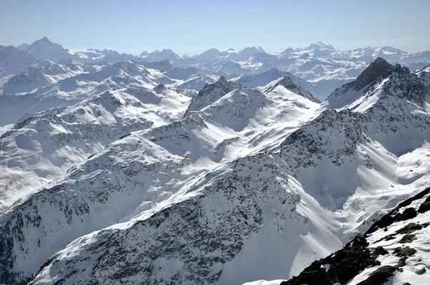Skierlebnis mit Blick auf die Viertausender des Wallis, mit Matterhorn