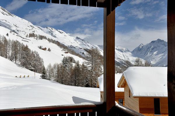 Ferienwohnung Bietschhornblick, sonniger Balkon, Blick auf Langgletscher, Winter