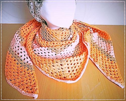 """Dreiecktuch aus reiner Baumwolle, das Muster nennt sich """"Granny-Stil"""""""