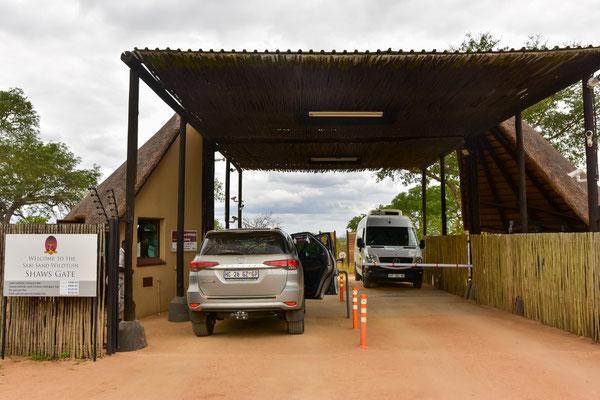 Beim Shaws Gate ins Reserve rein - mit Fingerscanner der Security