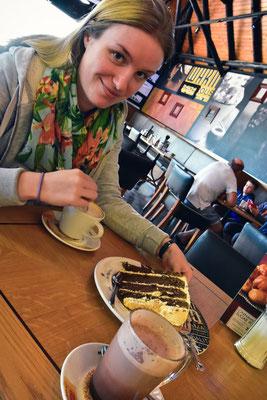 Kaffee und Kuchen im Mugg and Bean