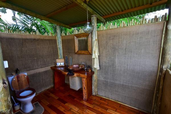 Toilette im Hauptteil der Lodge