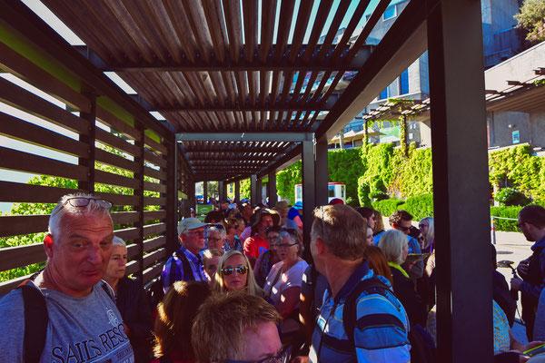 Warteschlange um 8 Uhr für die Gondel auf den Tafelberg (Öffnungszeit ab 08:30)