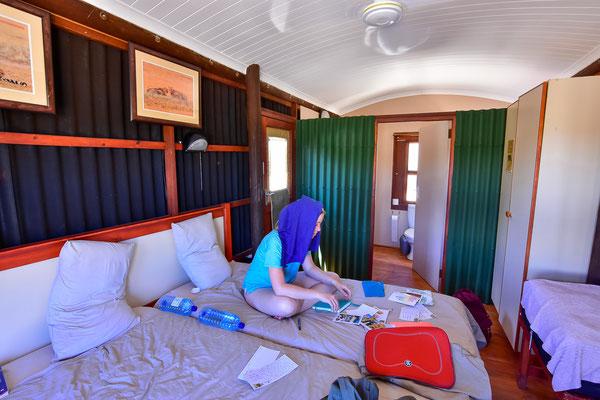 Urikaruus Wilderness Camp, sehr cool gebautes Camp mit tollem Wasserloch-Blick