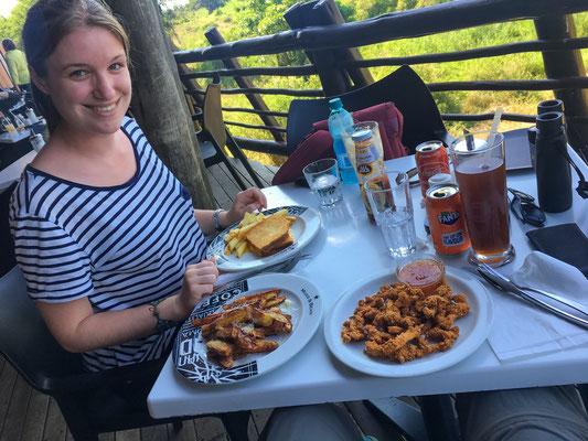 Mittagessen mit bester Aussicht im Mugg & Bean im Lower Sabie Camp