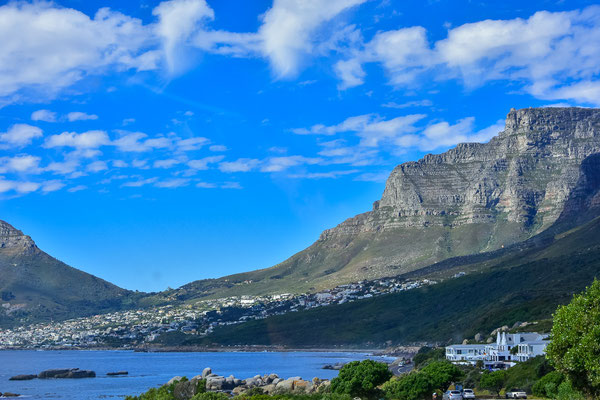 Camps Bay vor dem Tafelberg