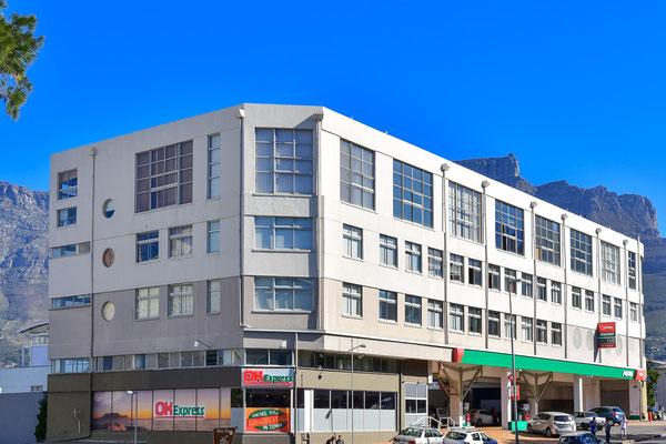 Apartment von aussen an der Buitengracht St inkl. 24h-Supermarkt untendran