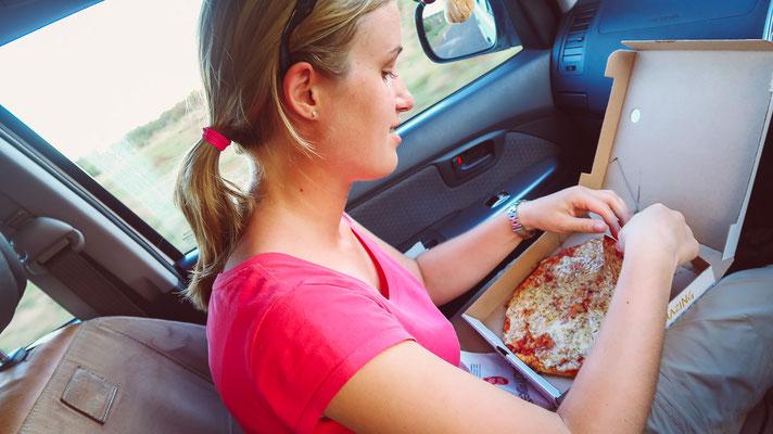 Pizza essen beim Game Drive