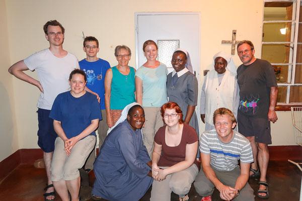 Gruppenfoto mit Missionsmitgliedern