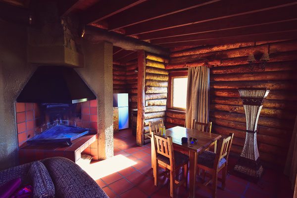 Nett eingerichtete aber windige Hütte