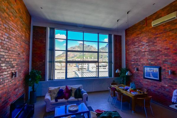 Loft mit Riesenfenster