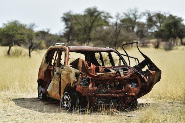 Noch nicht allzu altes ausgebranntes Fahrzeug